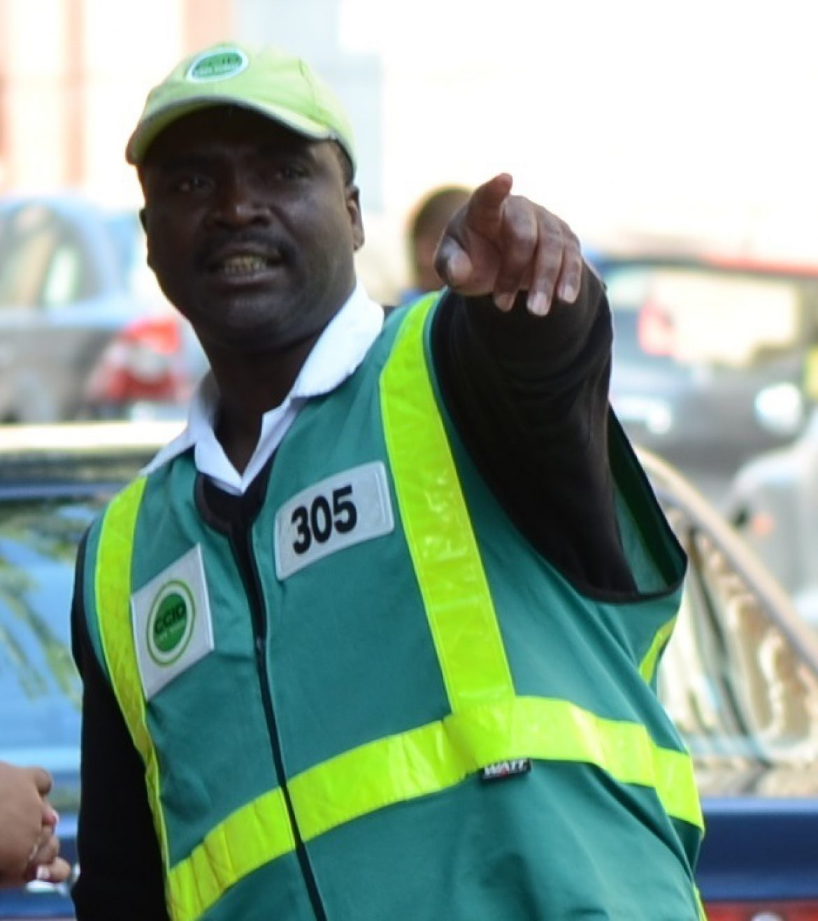 Car guard refuses a bribe and helps catch thieves; CT CBD security success