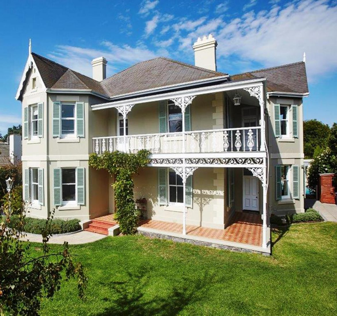 Buyers Vie for Rondebosch's Heritage Homes: Sotheby's on Property24